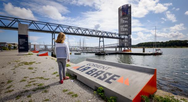© Emmanuel Lemée. La Tour des Vents à Lorient La Base, vue depuis le quai.