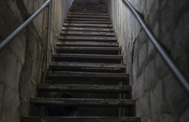 Escalier dans le bloc K3 de l'ancienne base de sous-marin à Lorient.