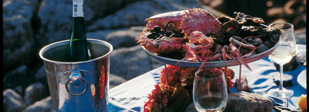 Fruits de mer et vin sur la plage à Lorient