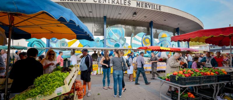 © Emmanuel Lemée - Le marché, tous les mercredis et samedis matins, autour des Halles de Merville - Lorient