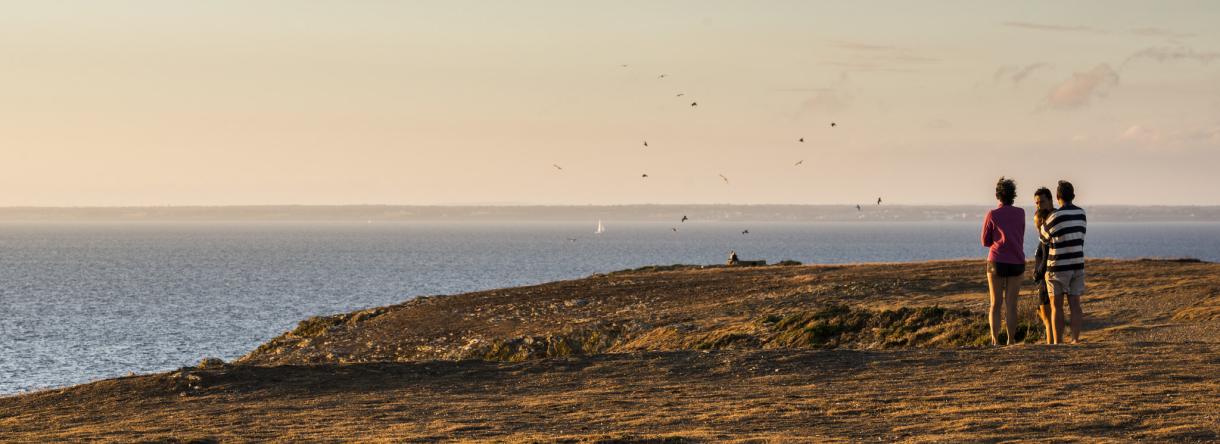 Vue de l'Ile de Groix sur la mer et le continent
