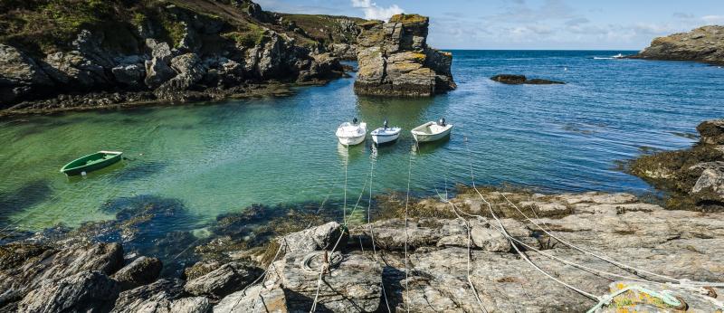 Bateaux amarrés à Port Saint Nicolas, Ile de Groix.