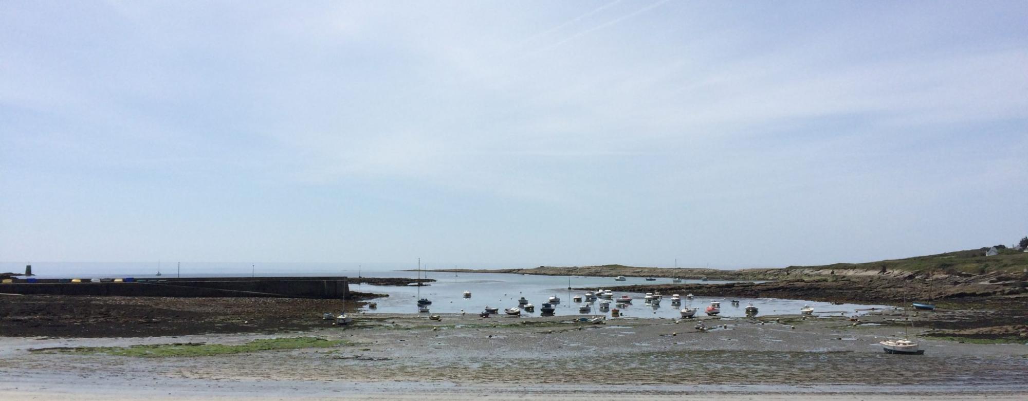 Plage de Locmaria à Groix à marée basse.