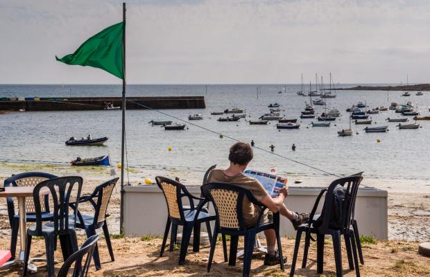 Terrasse face à la plage de Locmaria sur l'Ile de Groix