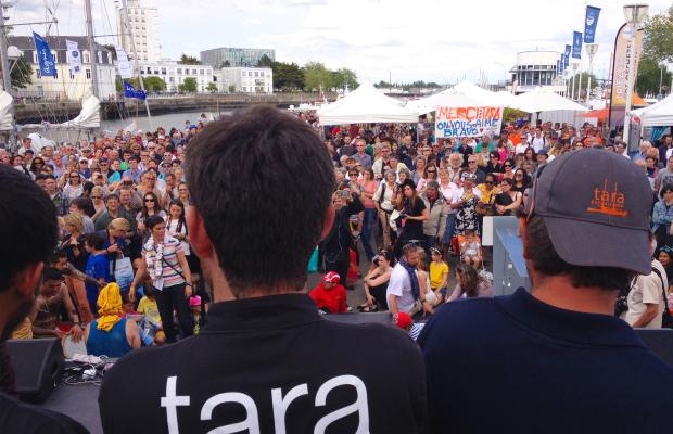 Tara Expéditions - Avant le départ de Tara au port de Lorient.