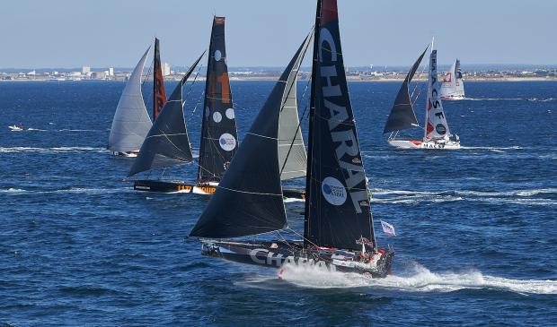 Bateaux de course Imoca au large de l'île de Groix