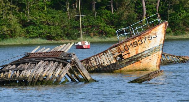 Le cimetière de bateaux de Kerhervy à Lanester