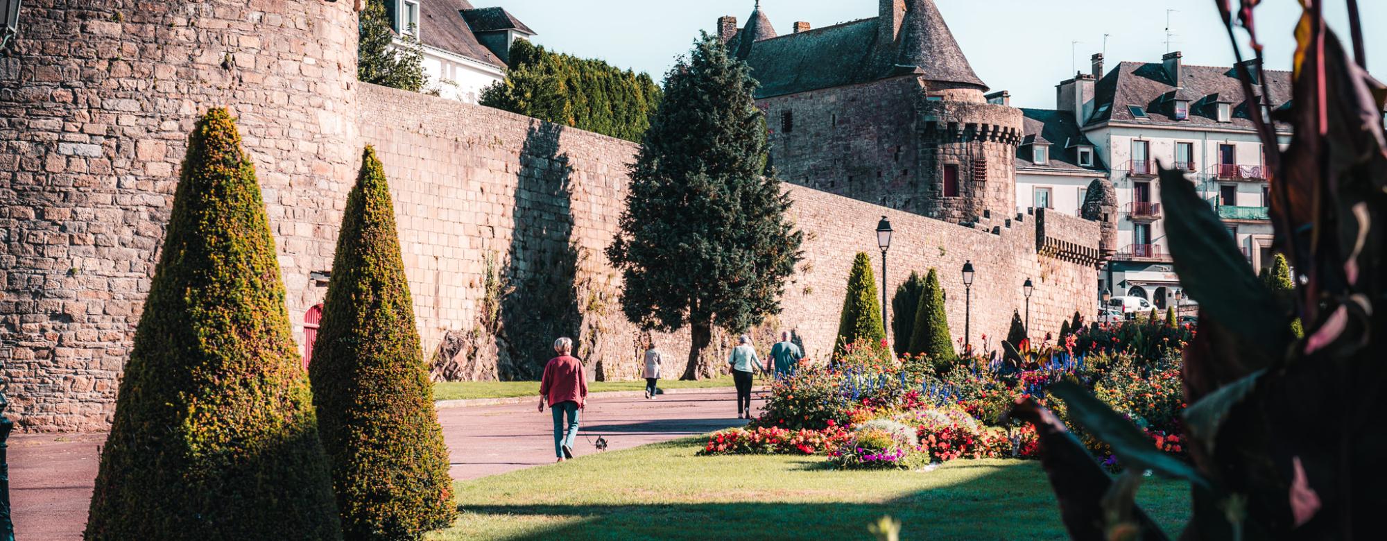 Jardins et Les remparts de la ville d'Hennebont