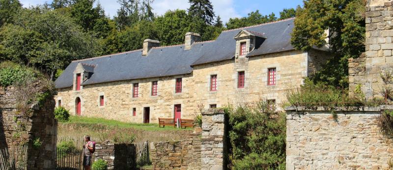 © Mairie de Clohars. Carnoët -Clohars-Carnoët, site de l'abbatiale Saint-Maurice sur la Laïta