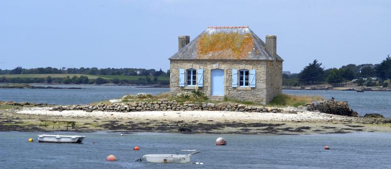 Maison de l'Ilot Nichtarguer sur la rivière d'Etel.