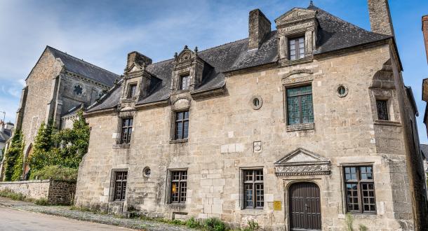 La mairie de Pont-Scorff est implantée dans le bâtiment restauré de la Maison des Princes, qui date du 16e siècle.La mairie de Pont-Scorff est implantée dans le bâtiment restauré de la Maison des Princes, qui date du 16e siècle.