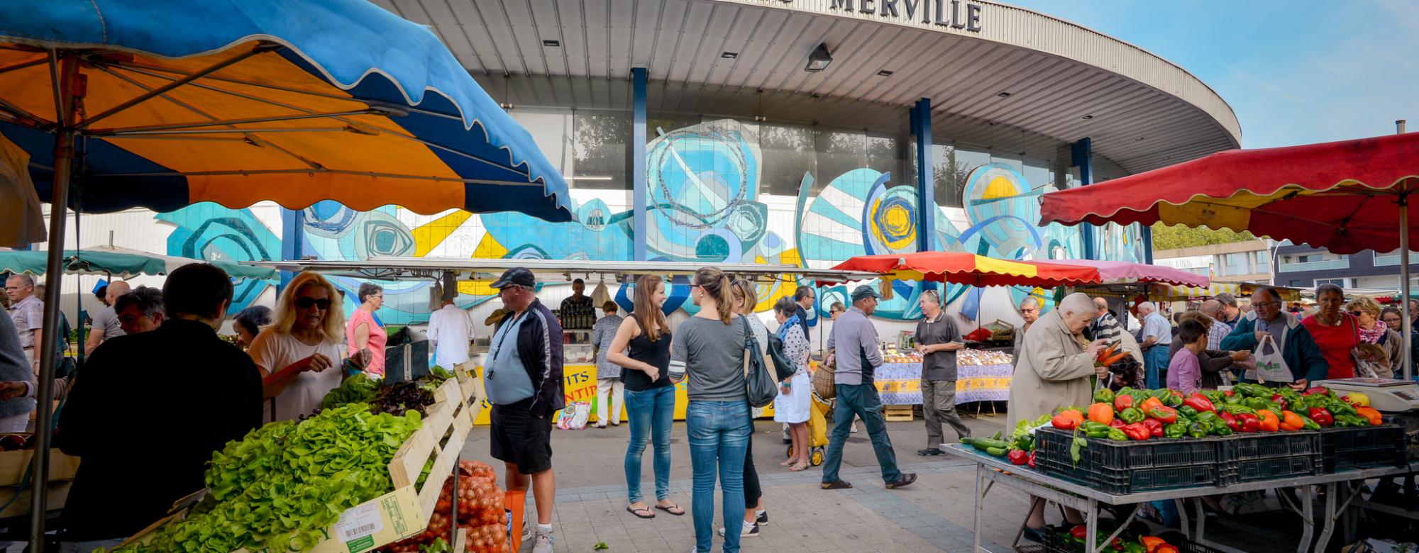 Le marché de Merville à Lorient, chaque mercredi et samedi matin.