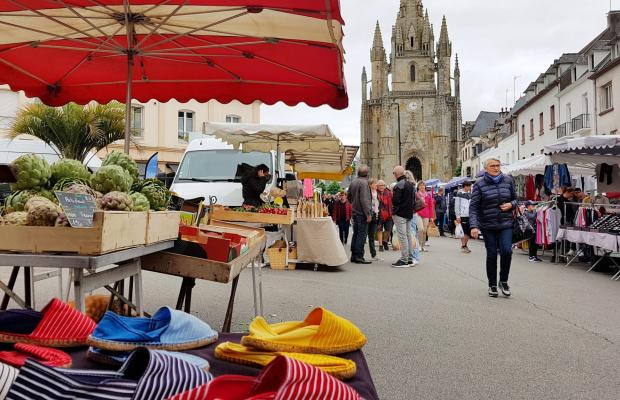 Le marché d'Hennebont : historiquement l'un des plus grands marchés de Bretagne.