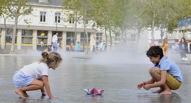 Le miroir d'eau du Parc Jules Ferry dans le centre-ville de Lorient.