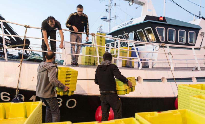 Port de pêche de Lorient, la pause-café arrive