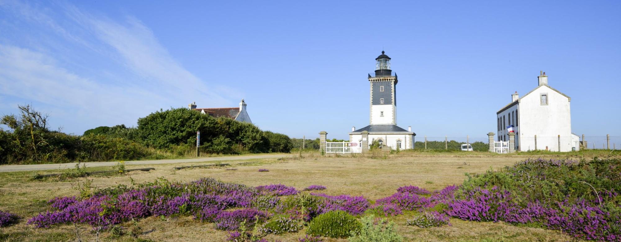 Phare et maison de Pen Men, à l'île de Groix.