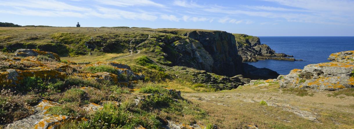 Réserve naturelle de l'Ile de Groix au phare de Pen Men.