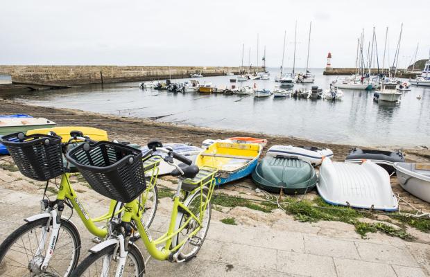 Vélos jaunes sur le port, Port-Tudy Groix.