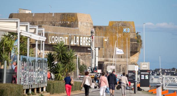 Promenade le long des quais à Lorient La Base