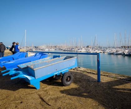 Remorque à coté du port de plaisance, Larmor Plage