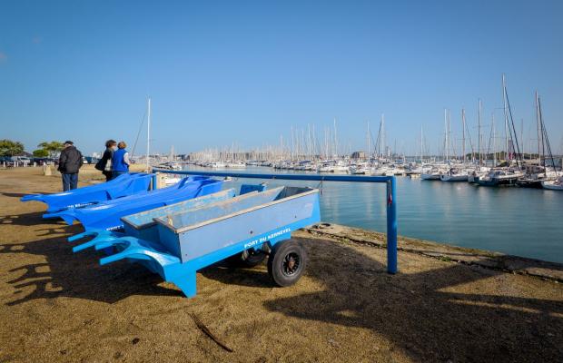 Remorque à coté du port de plaisance de kernevel, Larmor Plage