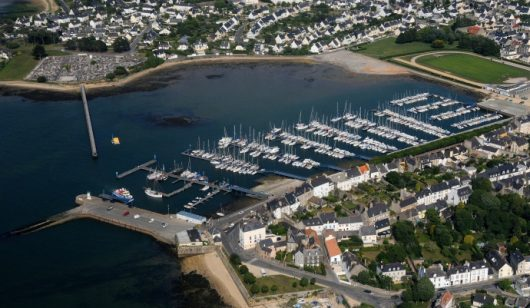 Vue aérienne du port de plaisance de Port-Louis
