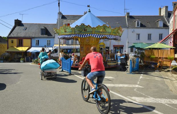 Se déplacer à vélo au bourg sur l'Ile de Groix.