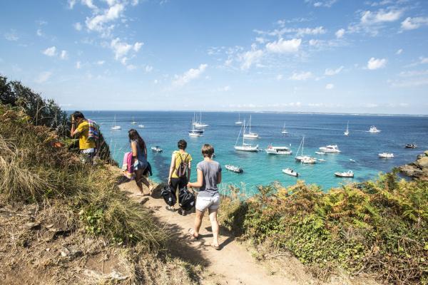 Le sentier côtier à l'île de Groix.