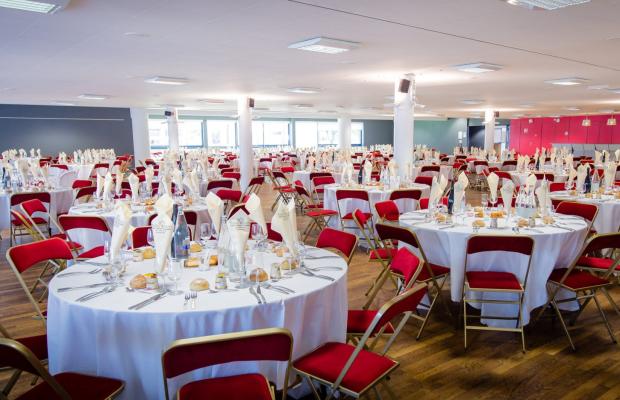 Table de repas du palais des Congrès de Lorient