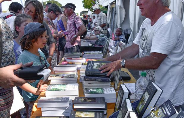 Festival Interceltique Lorient. Visites en groupe au quai des livres.