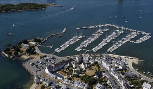 Vue aérienne du port de Sainte-Catherine à Locmiquélic.