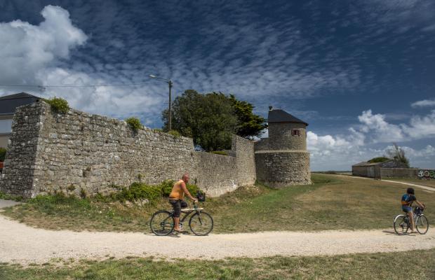 Balade à vélo le long des remparts à Port-Louis
