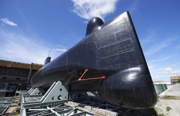 ©Yvan ZEDDA Sellor. La proue du sous-marin Flore à Lorient La Base