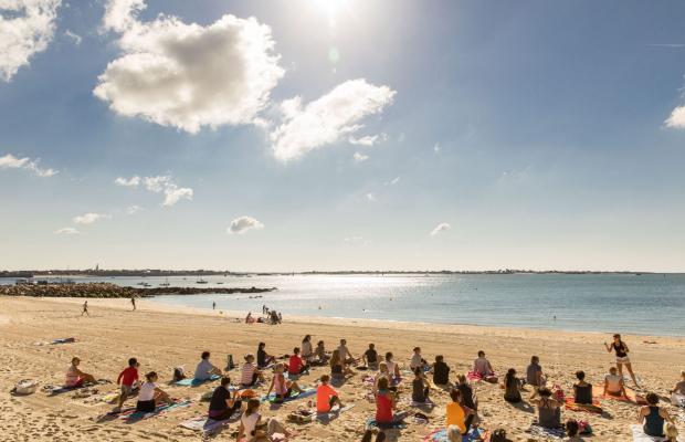 Cours de yoga sur la plage, Larmor Plage
